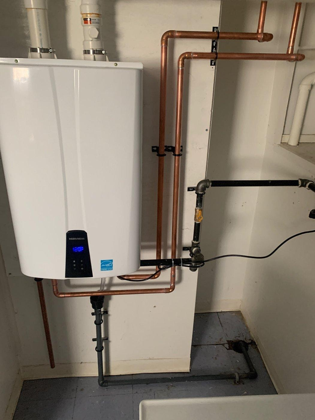 Hot Water Tanks and Tankless Heaters in Kingston Homes